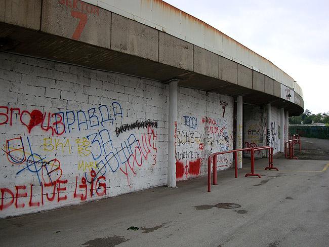 """Стадион """"Црвена Звезда"""". С противоположной стороны от главного входа."""