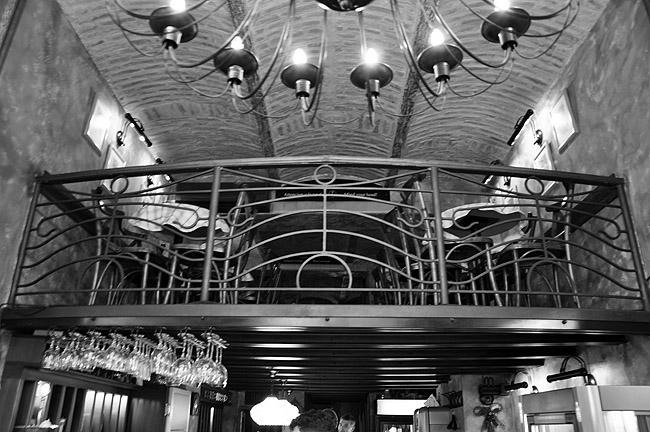 Le Petit Bar. Балкон второго этажа