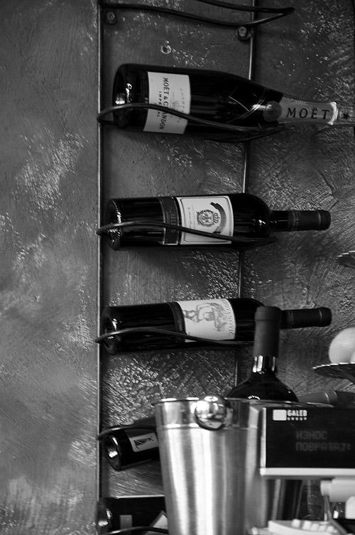 Le Petit Bar. Винные запасы