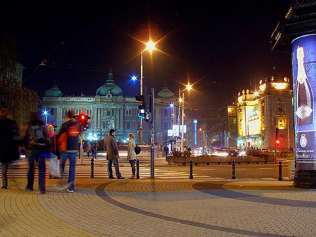 Площадь Республики вечером