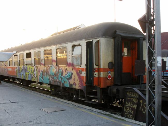 """Граффити на борту """"Беовоза"""""""
