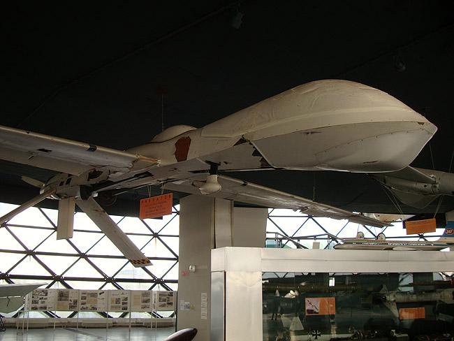 Музей авиации в Белграде. Беспилотник PREDATOR (трофей 1999 года)