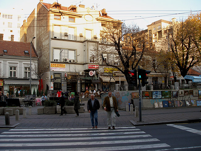 Улица Краля Милана. Барный скверик