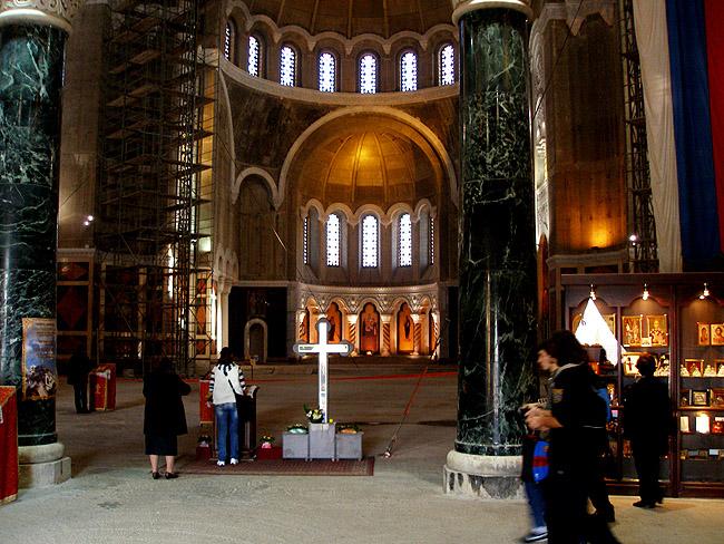 Внутри Храма Святого Саввы в Белграде. То место, где будет алтарь