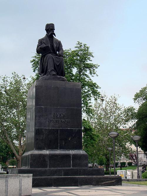 Памятник Вуку Караджичу в Белграде