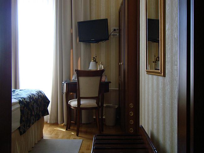 """Отель """"Москва"""" в Белграде. Интерьер одноместного номера"""