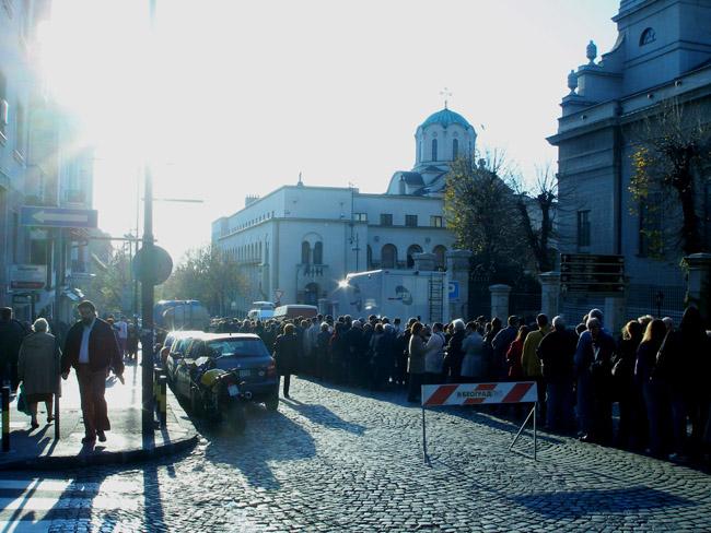 Очередь на прощание с Патриархом Павлом. Рядом с Соборной церковью