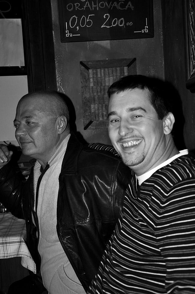 Rock'n'Roll вечер в Le Petit Bar. На переднем плане — менеджер бара, Ранко
