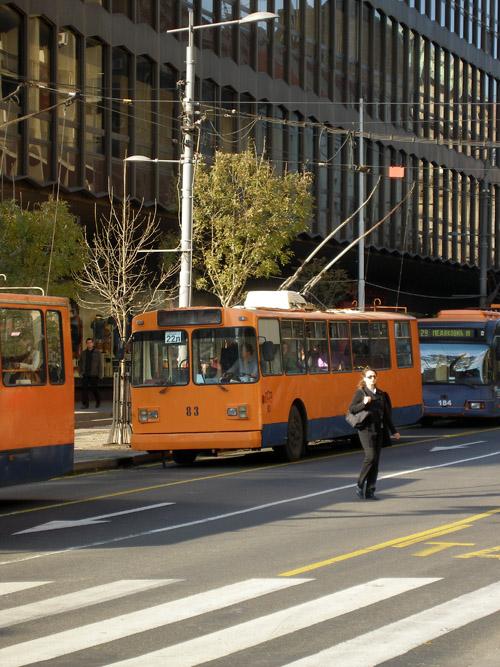 Старые энгельсские троллейбусы на улицах Белграда