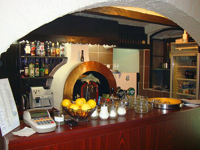 Ресторан Verona в Белграде — барная стойка