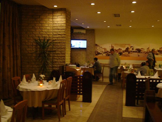 Ресторан Mala Slavia — большой зал