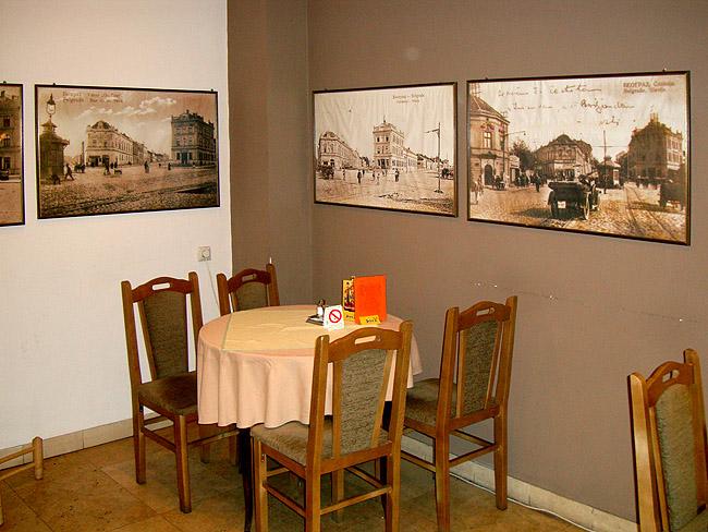 Ресторан Mala Slavia — столик в малом зале