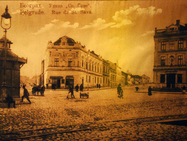 Старые фотографии на стенах