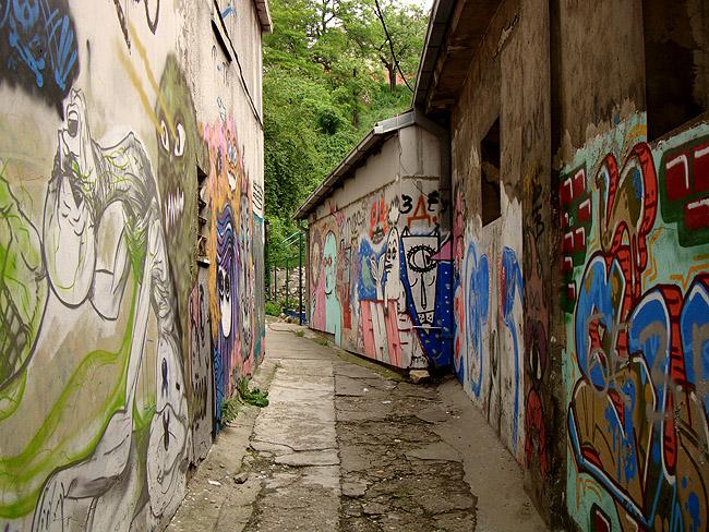 Граффити в Белграде — тихий переулок