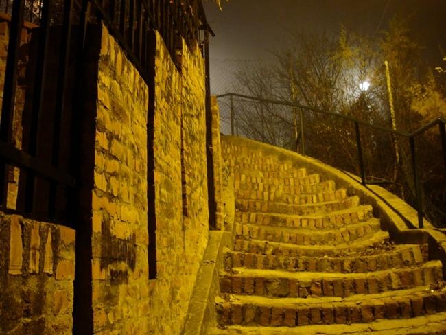 Земун. По лестнице на холм Гарбош.
