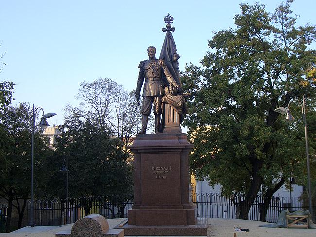 Памятник Императору Николаю II на улице Краля Милана