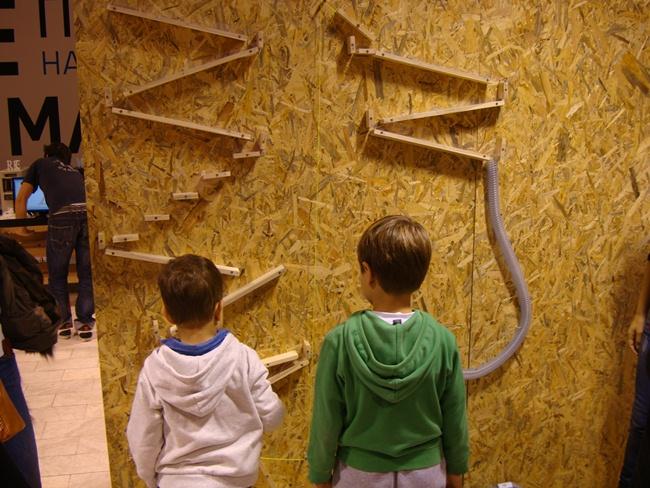 Центр продвижения науки в Белграде на улице Князя Михаила - для детей и взрослых: Кликер-машина или игра в шарики